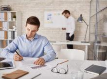 Podpisywanie umowy w sprawie pracy
